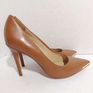Pour La Victoire tan leather pumps